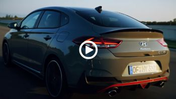 VIDEO: To Hyundai i30 Fastback N σου «συστήνεται»